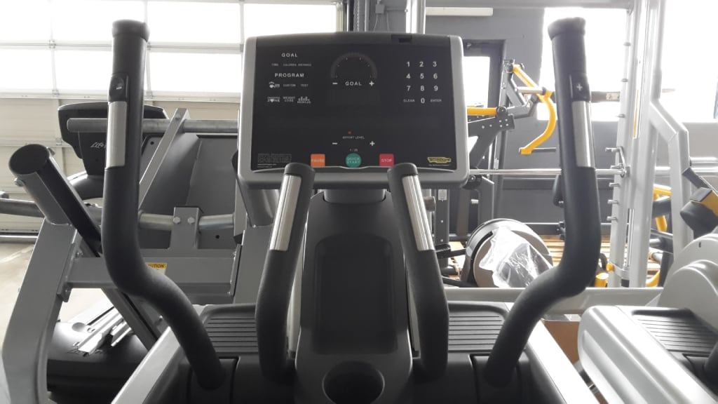 Technogym Synchro Excite 700 LED  ...Top Zustand. Fitness & Jogging Crosstrainer