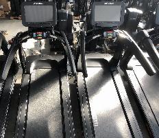 Paket Life Fitness Cardios mit großer 24 Zoll Konsole, neuem Update, schwarz, neuwertig