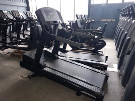 Life Fitness Laufband 95Ti - Neuer Laufteppich - Schwarz Glanz - Mit 6 Monaten Garantie! TOP Zustand!