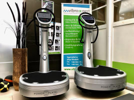 Vibrationstrainer Power Plate Pro7 2015, netto 7950€ in silber