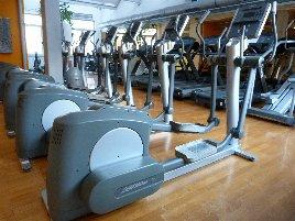 Life Fitness Ausdauergerätepark aus Studioauflösung. Crosstrainer, Laufbänder Liege-u. Sitzfahrräder in Bestzustand.