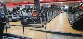 Total Gym Club enthält Life Fitness Cardio / Kraft und Technogym Kraft