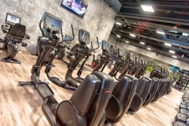 35 x Life Fitness Discover se  Black Edition - Refurbished - Frame colors freely selectable. Like NEW conditiion