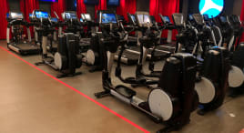 64 x Life Fitness Discover se Cardio machines Black Edition Regenerated in the colour of your choice - TOP STATUS