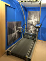 Treadmill h/p/cosmos quasar med with safety bar and reversal of rotation