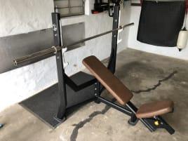 Incline bench / Incline bench press / Bench press / Gym / Fitness