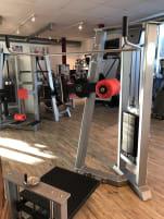 Gym 80 Sygnum Multi Hip / Kickmaschine / Hüftpendel, silber, gebraucht