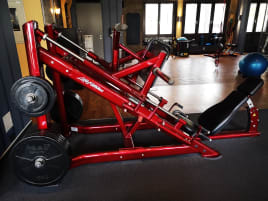 Signature Plate Loaded Linear Leg Press Sonderfarbe/Sonderleder