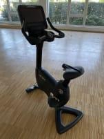 *neuwertig* Life Fitness Upright Bike - mit Discover SE3HD Konsole - Elevation 95C - neuste Generation, Premium Ausstattung!