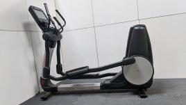 Life Fitness 95X Crosstrainer Discover Se - Software Update - Studio Logo - 19 Zoll Konsole - Generalüberholt in Wunschfarbe - 0% Finanzierung für Studios - Verschleißteile Neu - Defekte Teile Neu