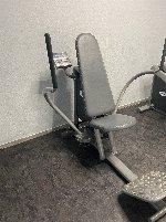 Neun verschiedene hydraulisch verstellbare Fitnessgeräte aus Gerätezirkel auch einzeln zu verkaufen