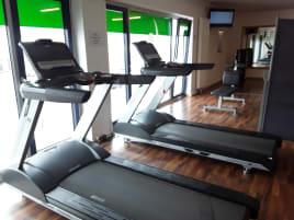 secondhand treadmills, 2x