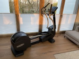 As good as new - Crosstrainer of the brand Technogym - for private sale