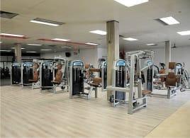 Kompletter Gerätepark / Gym / Fitness / Geräte/ Auflösung