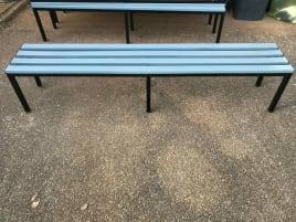 Sitzbänke, Metallgestell, Kunststofflatten Garderobenbank