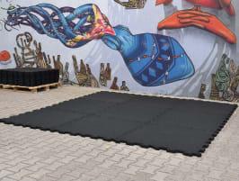 NPG FLOOR Outdoor Puzzle schwarz 30 mm- Perfekt für einen Fitnessraum im Freien!
