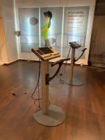 2 EMS Geräte mit Ständer und Workstation