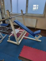 Incline bench with shelf