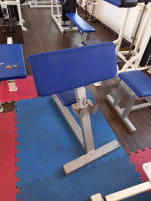 Biceps bench sitting
