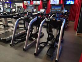 5 x Life Fitness ELEVATION SERIES DISCOVER SE Flex Stride - Transport und Montage möglich