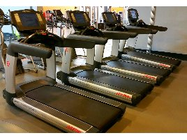 25 x Life Fitness Elevation Series 95T Engage Laufband aufbearbeitet TOP ZUSTAND!!