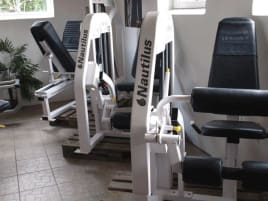 Nautilus Nitro Serie, Kraftgerätepark, 13 Fitnessstudio Geräte, Weiß, gebraucht